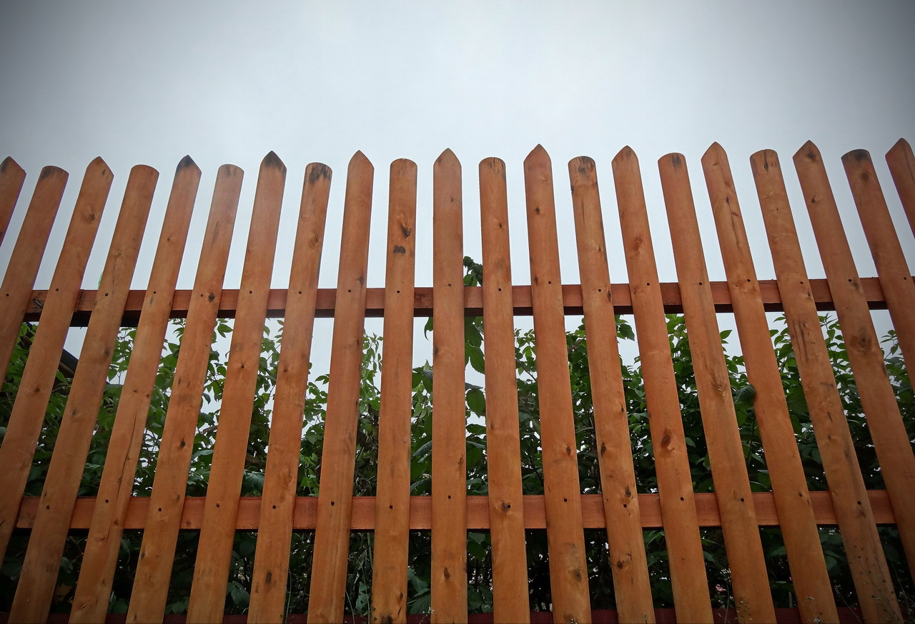 wood-lath-fences-01